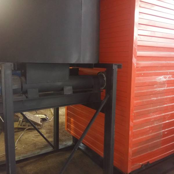 Котёл КВм-1,1 на древесных отходах со шнековой подачей и ворошителем