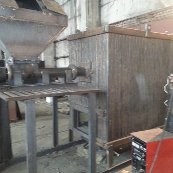 Котёл КВм-1,25 на древесных отходах со шнековой подачей и ворошителем